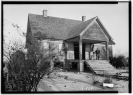 FRONT AND SIDE VIEW, S.W. - Nunnley-Bowden House, State Route 95, Gordon, Houston County, AL HABS ALA,35-GORD.V,1-1.tif