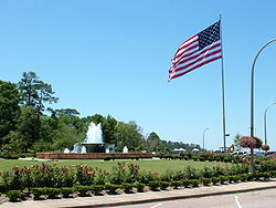 Fairhope Municipal Pier Fountain.JPG