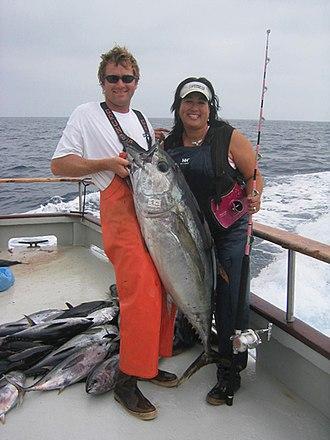 Bigeye tuna - Image: Fishermen with bigeye tuna