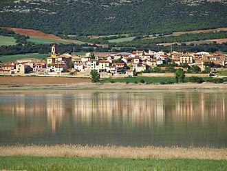 Gallocanta - Image: Gallocanta, pueblo a orillas de la laguna
