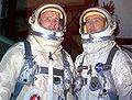 Gemini 4 - White und McDivitt in Druckanzügen.jpg