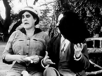 ملف:Getting Acquainted 1914 CHARLIE CHAPLIN MABEL NORMAND Mack Sennett.webm