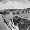 Gezicht op de wijk Otrabanda in Willemstad op Curaçao, gezien vanaf de toren van, Bestanddeelnr 252-7300.jpg