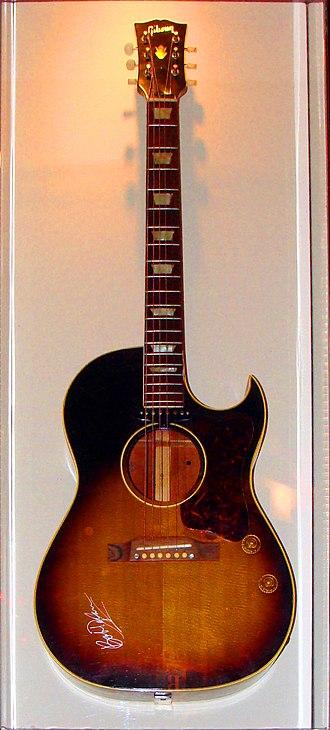 Cutaway (guitar) - Image: Gibson CF 100E signed by Bob Dylan, HRC Niagara Falls