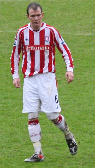 Glenn Whelan - Whelan playing for Stoke City in 2010