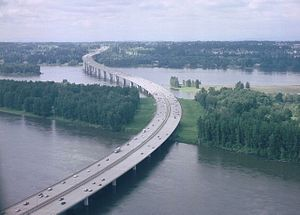 Interstate 205 (Oregon–Washington) - Aerial view of the Glenn Jackson Bridge, taking I-205 across the Columbia River