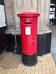 Grand Central Station post box, Glasgow G1.jpg