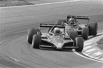 1978 Formula One season - Image: Grand Prix Zandvoort Mario Andretti op kop met daar achter Ronnie Petterson, Bestanddeelnr 929 8743