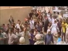 Delwedd:Grateful Iraqis welcome American Marines during the 2003 Invasion of Iraq.ogv