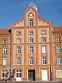 Guise - familistère ; palais social, pavillon central extérieur (04).JPG