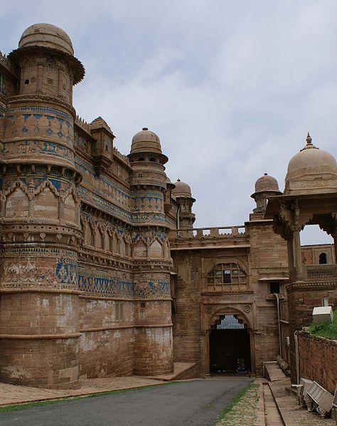 चित्र:Gwalior-portadelelefant.jpg