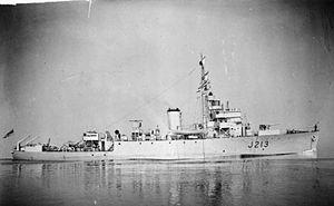 Algerine-class minesweeper - Image: HMS Algerine FL472