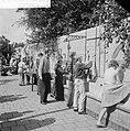 Haagse kinderen beschilderen schutting, Bestanddeelnr 912-7985.jpg
