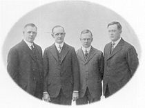 V.l.n.r. William A. Davidson, Walter Davidson sr., Arthur Davidson en William S. Harley