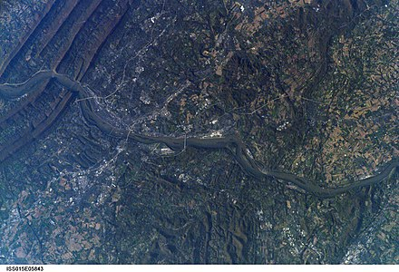 Astronaut's photograph of Harrisburg, Pennsylvania, taken from the International Space Station (ISS) in 2007 Harrisburg, Pennsylvania - as seen from ISS on 2007-04-30.jpg