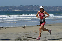 Heather Fuhr on the run at 2006 Superfrog Triathlon.jpg