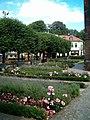 Helsingborg Sankta Maria kyrka, trädgård.jpg