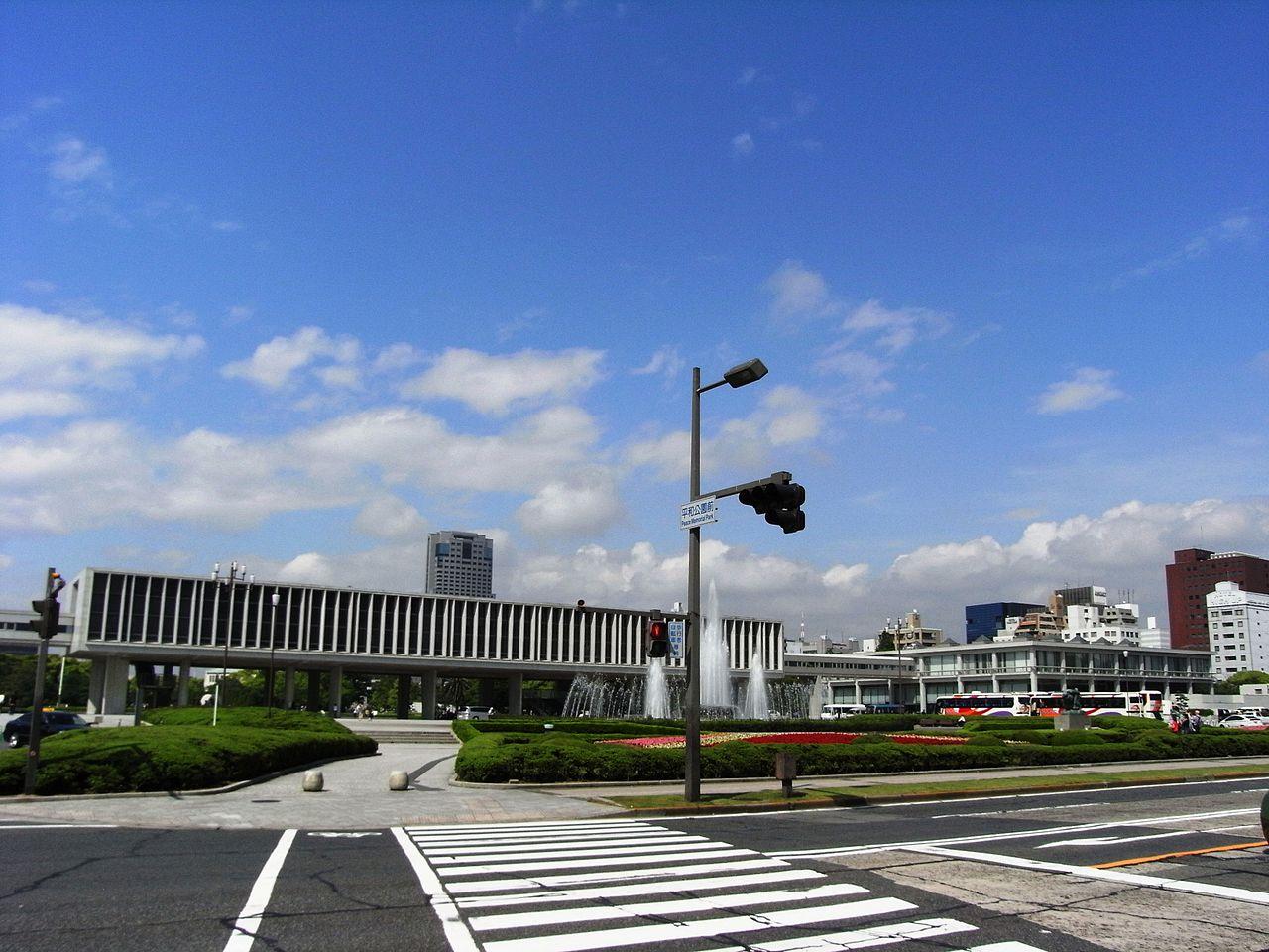 https://upload.wikimedia.org/wikipedia/commons/thumb/3/31/Hiroshima_Peace_Memorial_Museum_2008_01.JPG/1280px-Hiroshima_Peace_Memorial_Museum_2008_01.JPG