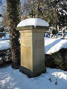 Grabstätte Friedrich Hölderlins auf dem Tübinger Stadtfriedhof (Quelle: Wikimedia)