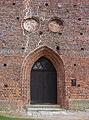 Hohenkirchen Kirche Portal 121.JPG