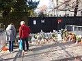 Hommage aux victimes des attentats du 13 novembre 2015 en France au Consulat de France de Genève-34.jpg