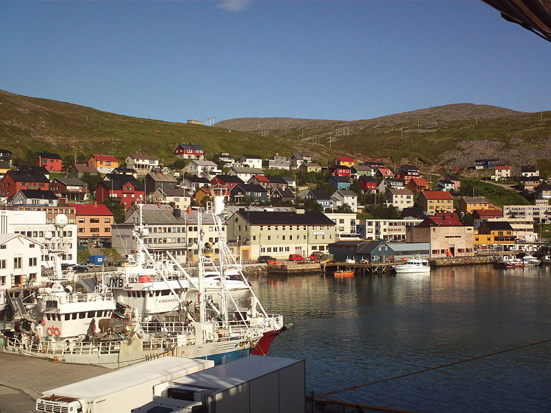File:Honningsvag from ship.JPG