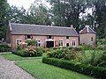 Huis te Linschoten Koetshuis.JPG