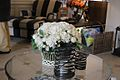 Hvide Kunstige roser i kurv High end.JPG