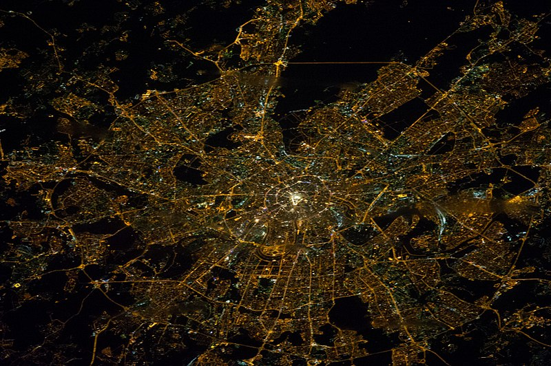 Файл:ISS-38 Nighttime image of Moscow, Russia.jpg