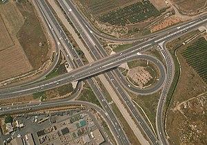 Highway 1 (Israel) - Highway 1 passing under Route 412 at Shapirim Interchange