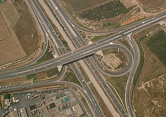 Highway 1 (Israel) - Highway 1 passing under Route 412 at Shapirim Interchange