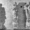 Interieur beelden, oorspronkelijk afkomstig van het raadhuis (details) - Kampen - 20121719 - RCE.jpg