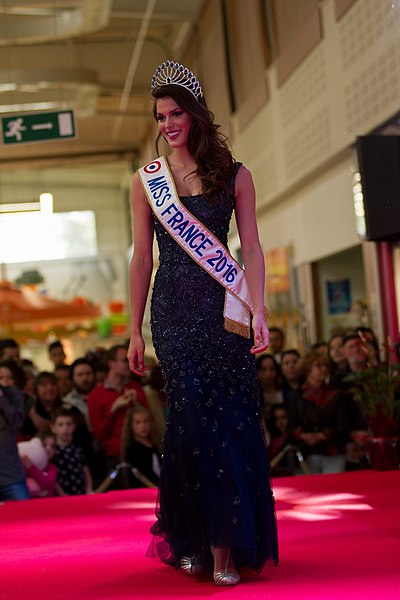 Iris Mittenaere, Miss France 2016 et Miss Univers 2016 à l'élection de Miss Yonne 2016, le 7 mai 2016.