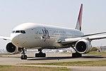JapanAirlines B777-200 fukuoka 20090406143722.jpg