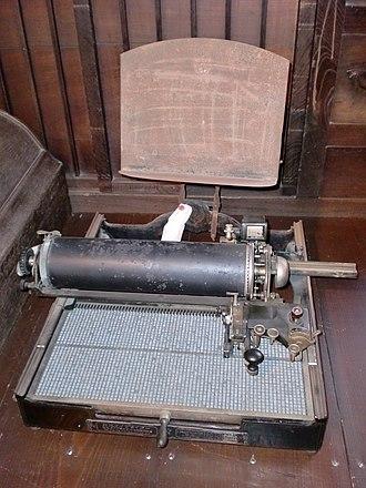 Japanese typewriter - A typist uses a Japanese typewriter