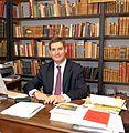 Jean-François Delmas, conservateur en chef de l'Inguimbertine, dans son bureau 2007.jpg