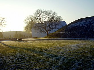 Round barrow - Image: Jelling church and burrows