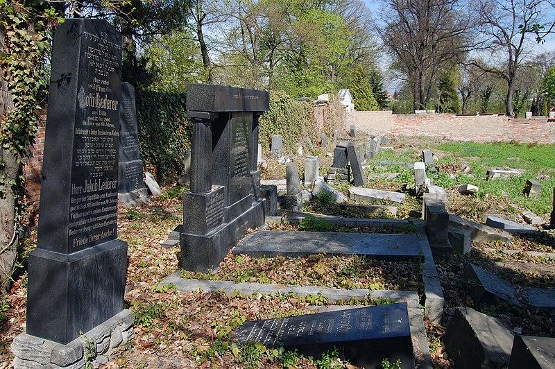 File:Jewish cemetery in Bílina, 2012-04, 06.JPG