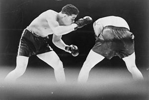 Joe Louis looks for an opening during boxing m...