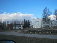 Jonavos Jeronimo Ralio gimnazija pavasarį.JPG