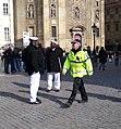 Křižovnické náměstí, městský strážník a naháněči Pražských Benátek.jpg