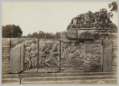 KITLV 12234 - Kassian Céphas - Reliefs on the terrace of the Shiva temple of Prambanan near Yogyakarta - 1889-1890.tif