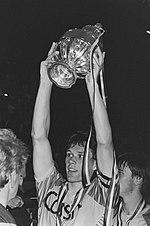 van Basten all'Ajax solleva la KNVB beker del 1986-1987