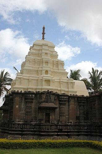 Kalleshvara Temple, Ambali - Image: Kalleshvara temple shrine and tower at Ambali