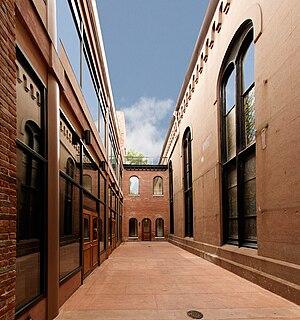 Congregation Baith Israel Anshei Emes - Synagogue courtyard.