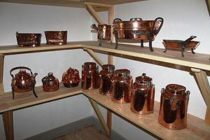 Eidsvollsbygningen - Image: Kanner i kobber i kjelleren på Eidsvoldsbygningen