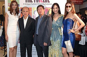 Jimmy Choo - Jimmy Choo (second from left) with (from left) Kavita Sidhu, Heah Sieu Lay, Andrea Fonseka and Amber Chia.