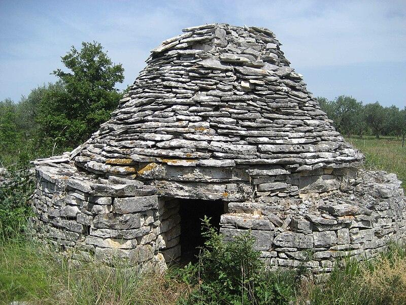 Istra 800px-Kazun%2C_Croatia