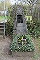 Kelkheim, alter Friedhof, Gefallenendenkmal, Peter Herr.JPG