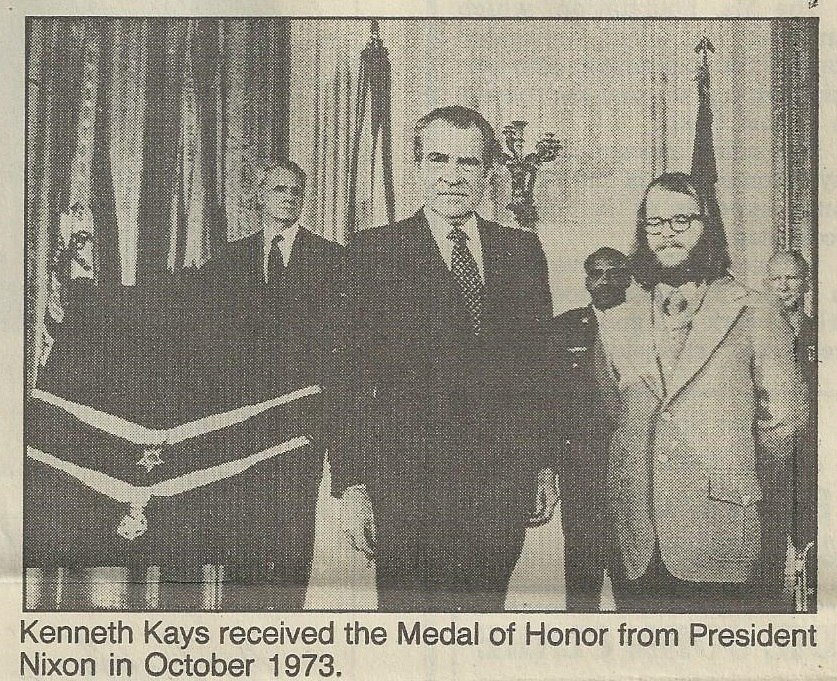 Kenny Kays Receives Congressional Medal from Richard Nixon